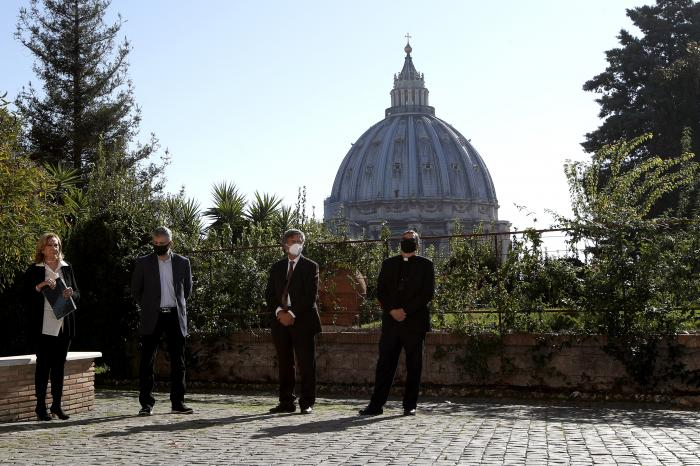 From left, Rosetta Sannelli, director of the Kineo Movie for Humanity Award, director Evgeny Afineevsky, Paolo Ruffini, prefect of the dicastery of Communication, and Monsignor Ruiz, secretary of the dicastery, pose for a photo respecting the social distancing during the award ceremony at the Vatican.