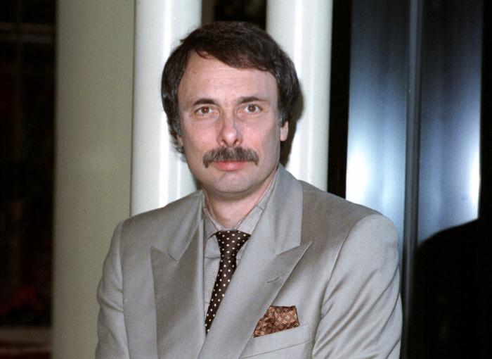 This Jan. 1990 file photo shows playwright Arthur Kopit in Los Angeles. Kopit, a three time Tony Award-nominated playwright and two-time Pulitzer Prize finalist known for fusing disparate genres, absurdism and a darkly comic world view, has died, Friday, April 2, 2021 according to Rick Miramontez, a senior publicist at DKC/O&M PR