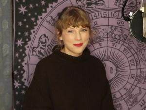 Taylor Swift Wins Top Prize at AMAs, Says She's Re-Recording Music